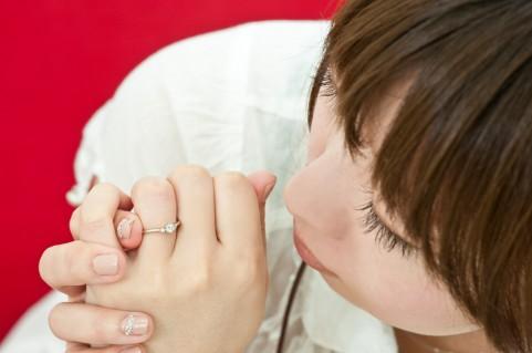 【夢占い】えっ!指輪をはめる夢は本当はNG!?