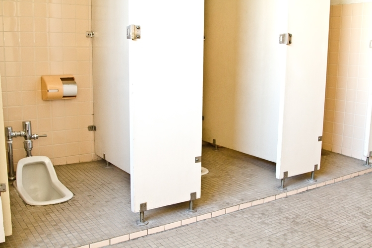 【夢占い診断】トイレの便器が出てきた夢の意味とは?昇給・金運上昇など