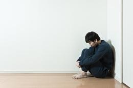 ストーカー気質を持つ男性の特徴●卑屈・または怒りっぽい