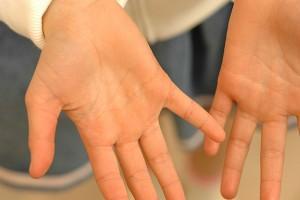 手相の見方 右手と左手どっちの手で見ればいい?
