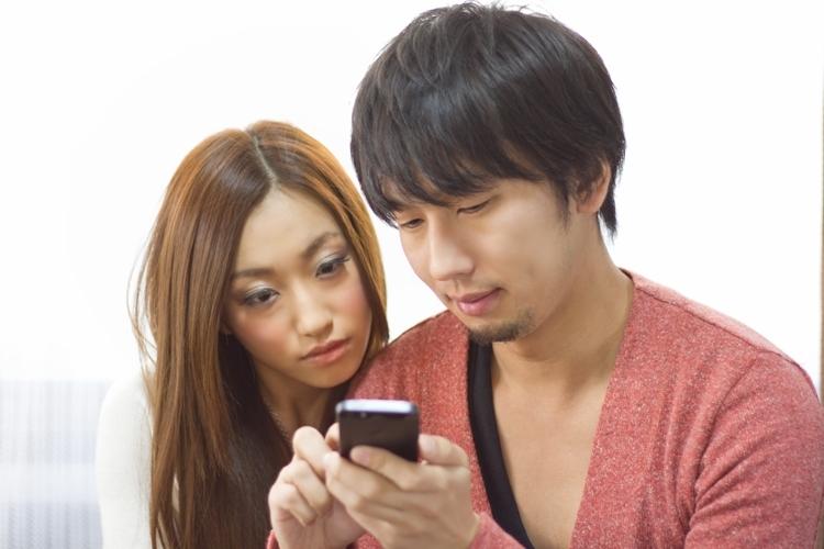 連絡先を聞き出す方法■携帯が見つからないフリをする