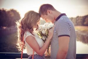 恋愛に奥手な男性の好きアピール◆気になる人の意見に同調する