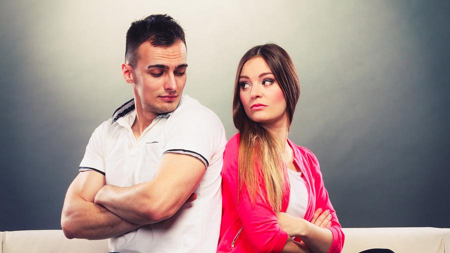 女性にだけ上から目線になる男性心理は?