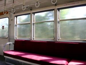 彼氏が彼女にしてほしいこと◆電車で肩にもたれかかってほしい
