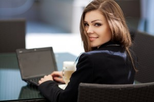 bigstock-Business-woman-drinking-mornin-mail-pc-soto-hurikaeru