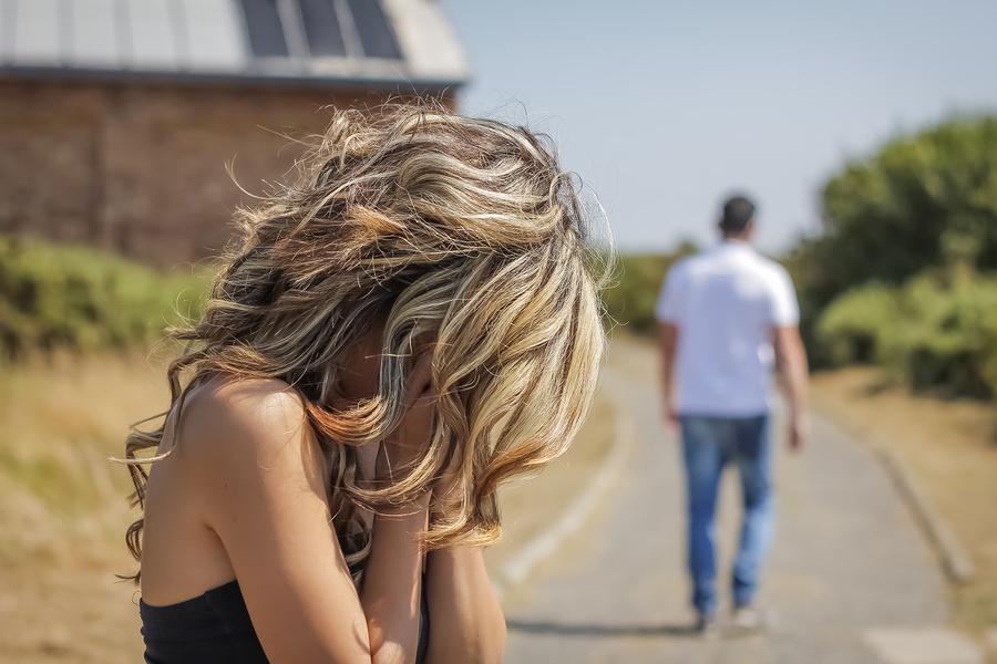 男性が本命の女性にはしない行動◆人前で彼女に恥をかかせる