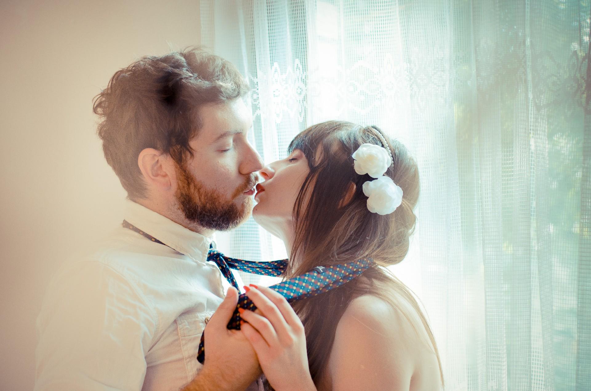 【人相占い】唇の厚さ・形でわかる愛と欲望、恋愛傾向とは-顔占い唇編-