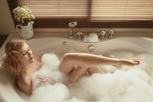 彼氏の部屋で女の影をチェック♡お風呂の排水溝