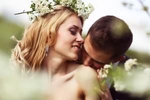 キスが好き?キスする場所でわかる彼の本音(首)