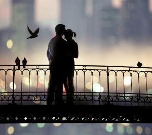 男性が彼女を抱きしめたいと思う瞬間④感動している彼女の姿を見たとき