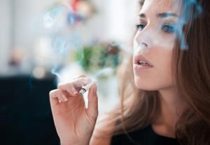 おばさん臭い女の特徴④煙草を吸う