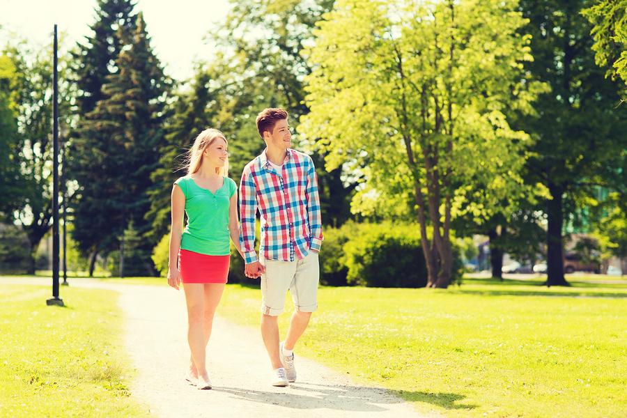 女友達と好きな人への態度の違い④並んで歩いているときの距離