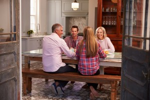 結婚前提のお付き合いには周囲や親への挨拶は欠かせない