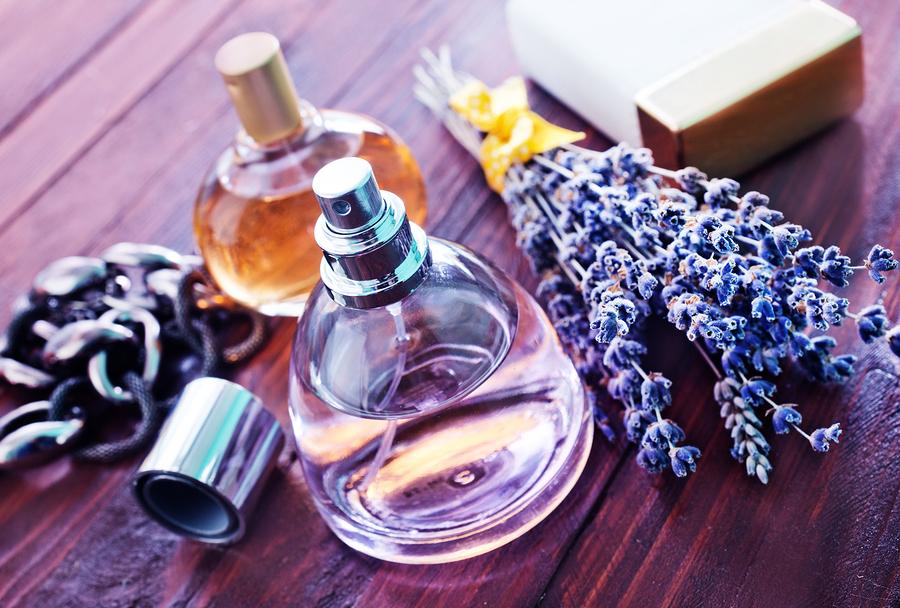 香水の種類の違いでTPOを考える
