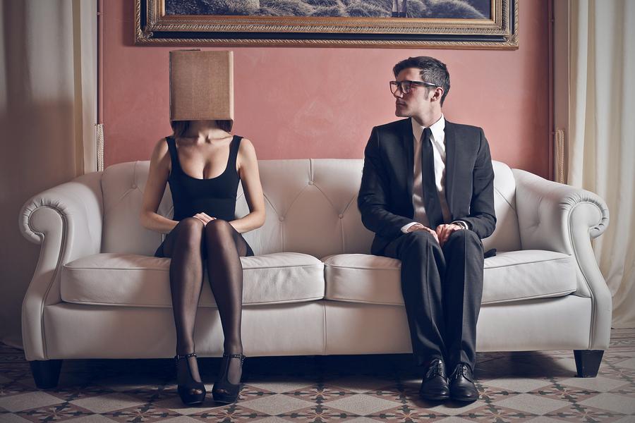 美人なのに彼氏ができない女性は自分から男性を避けたがる特徴がある