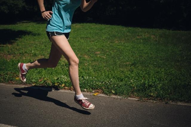 脚やせする歩き方は?太ももやふくらはぎなど脚やせを目指すウォーキング