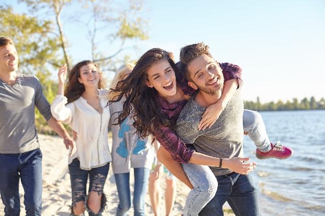 付き合ってすぐに別れるカップルの特徴7. 友達同士から恋人同士になれない