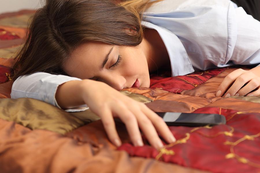 お泊りで彼氏がドン引きする彼女の行動~寝るとき編~