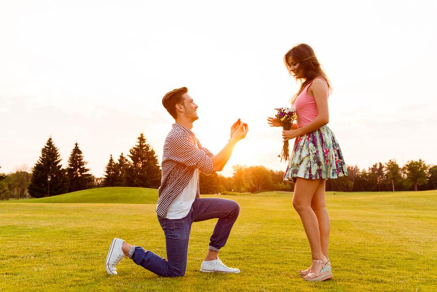 プロポーズがないまま結婚話が進む場合の対処方法