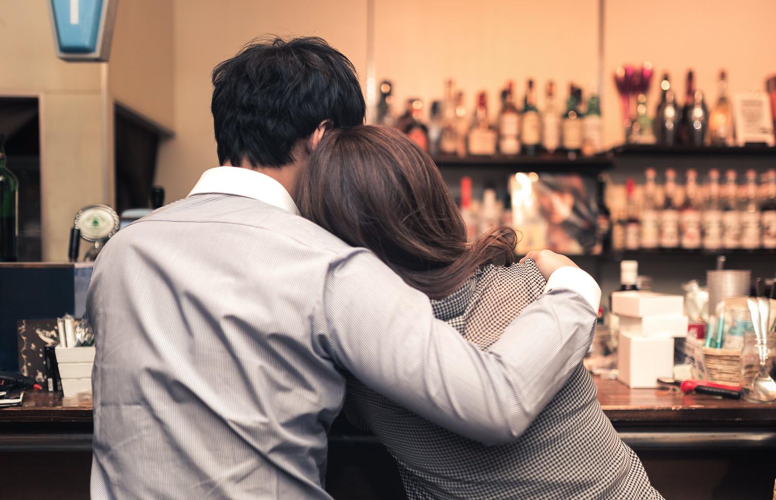 飲み会で男性にドン引きされるNG行動5つ