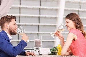 彼氏に大切にされている女の子の特徴♡デートに自分から誘う