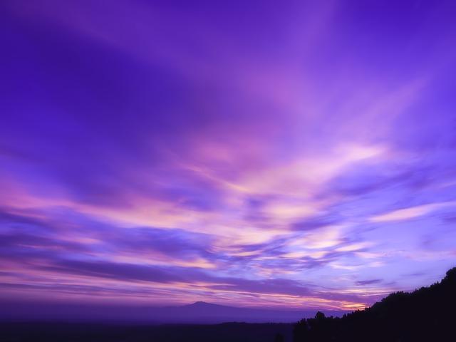 【辛口オネエの夢占い】物悲しく美しい「紫の空の夢」の意味【スピリチュアル夢判断】