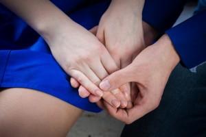 片思い相手に彼女がいるか確認する方法⑦指輪やアクセサリーを観察する