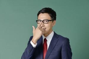 眼鏡男子を好きな理由5:片手で眼鏡を上げる仕草