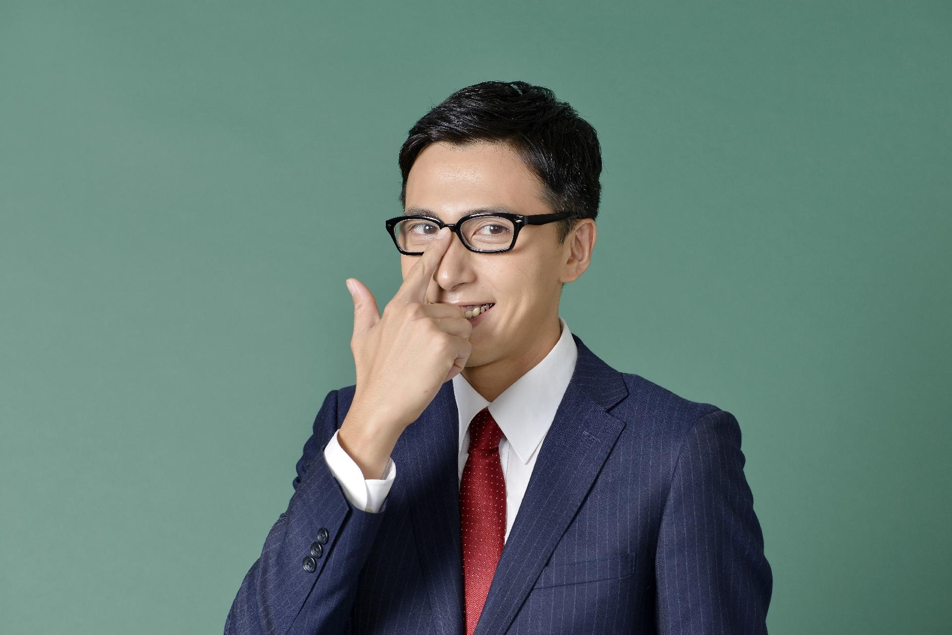 メガネ男子を好きな理由⑤片手で眼鏡を上げる仕草