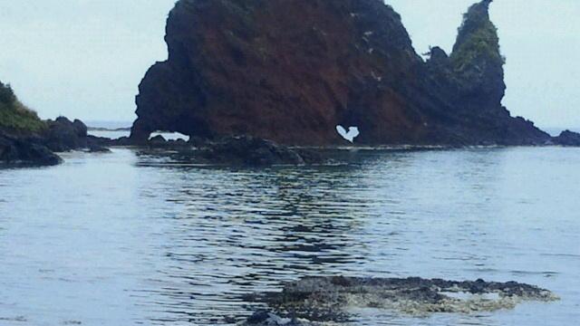 ③ハートの形にくりぬかれた【ハート岩】(島根県 隠岐 )