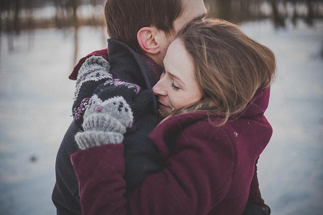 彼氏が愛されてる、大切にされてると感じる時◆ふとした時に抱きしめてくれる瞬間