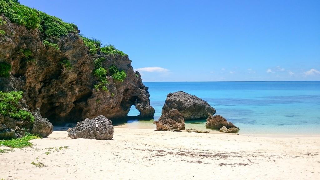 ②イキヅービーチの【ハート岩】(沖縄県宮古島)