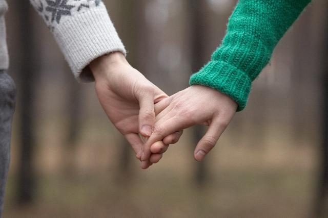 """彼氏に愛されるためには?""""愛され彼女""""から学ぶ、彼氏に愛される女性の特徴♥"""