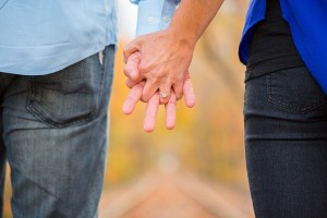holding-hands-2180640_640