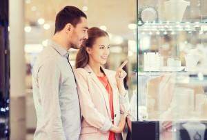 彼氏の欲しいものを聞き出す方法⑥一緒に買い物に行く