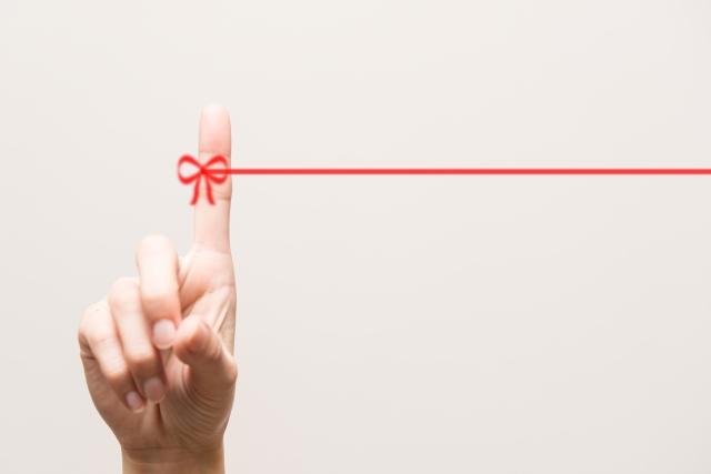"""赤い糸が繋がる先は?""""運命の人""""の特徴と出会うまでやっておきたい5つのコト"""