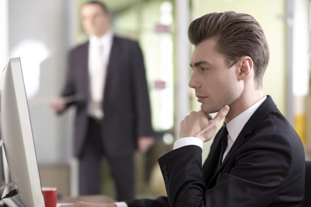 片思い中の彼は仕事人間…そんな彼が彼女を欲しがるタイミングを見逃すな!