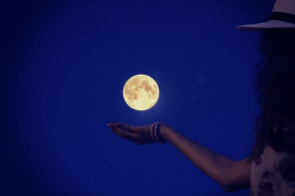 【両思いになれる♡】9月25日は満月!月と共にあなたの恋も満ちる♡効果バツグン♡満月の日限定の両思いになれるおまじない♪12星座秘密のおまじない♪