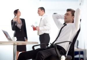 職場の人間関係のコツ2:周囲から距離を置かれているお局様には自分から話しかける