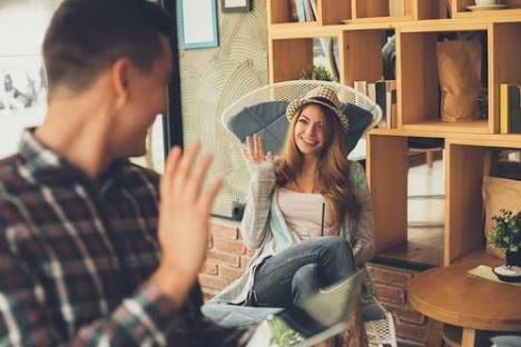 年上女子の魅力はアメとムチの使い分け✨年下彼氏が惚れ直しちゃう行動とは…?
