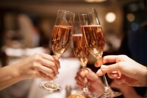 ドン引きされる女性の特徴⑨酒に溺れる