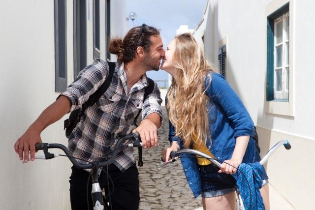 ちょっとあざといかも?男性が女性に思わずキスしたくなる6つの瞬間