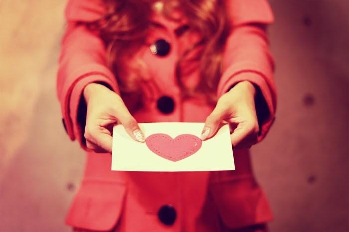 ラブレターの書き方♡一目惚れした好きな人へ女からの手紙の渡し方は?
