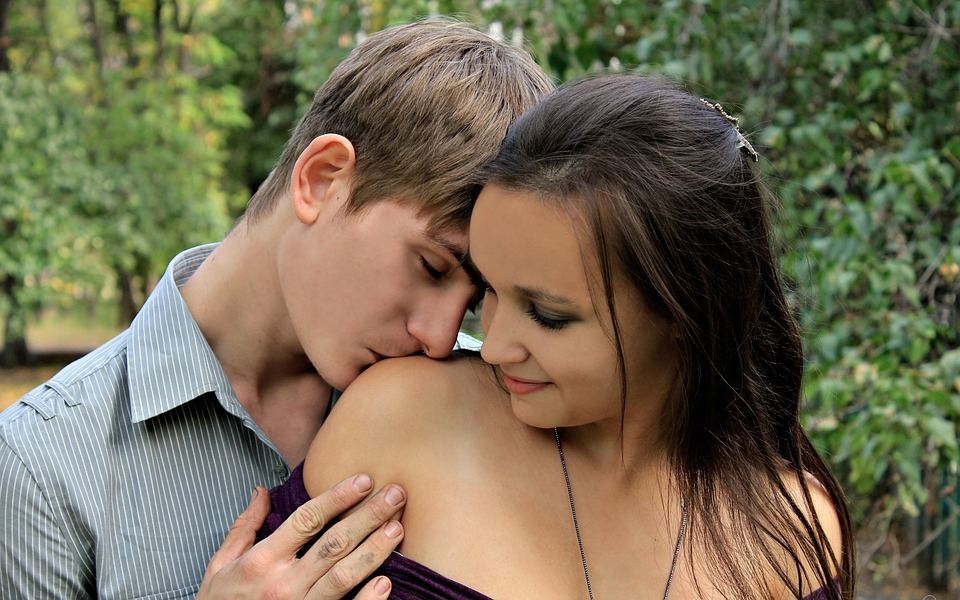 5歳年下彼氏と上手に付き合う方法♡5歳以上年下の彼氏に嫉妬は厳禁!?プレゼント選びも慎重に♪