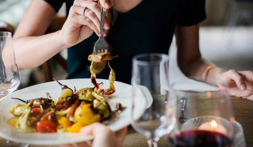 初デートが2回目のデートに繋がらない失敗■食事のマナーが悪い