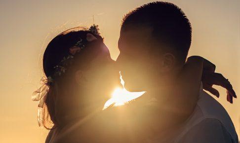 彼をもっとメロメロに♡キス中にドキッとさせるしぐさ4選♡
