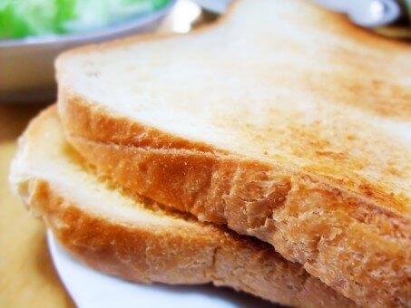 トーストのカロリーってどれくらい?バター、チーズ、ピザなどトーストごとのカロリーは?