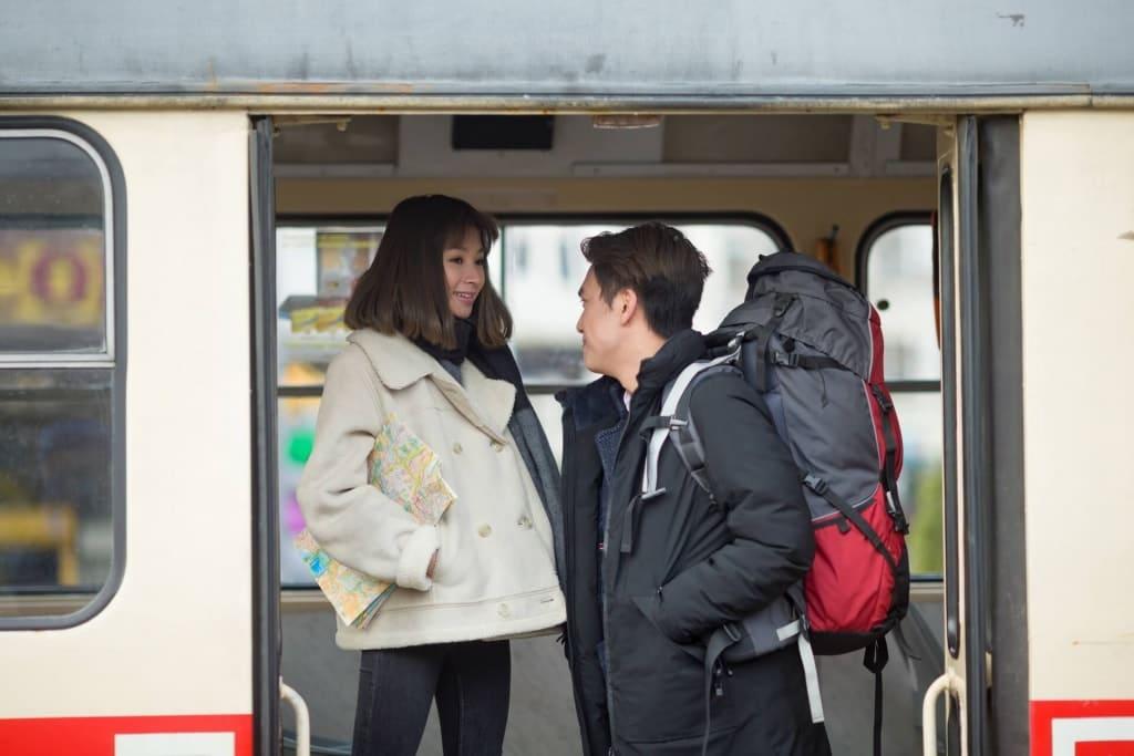 【夢占い】異性と一緒に電車に乗る