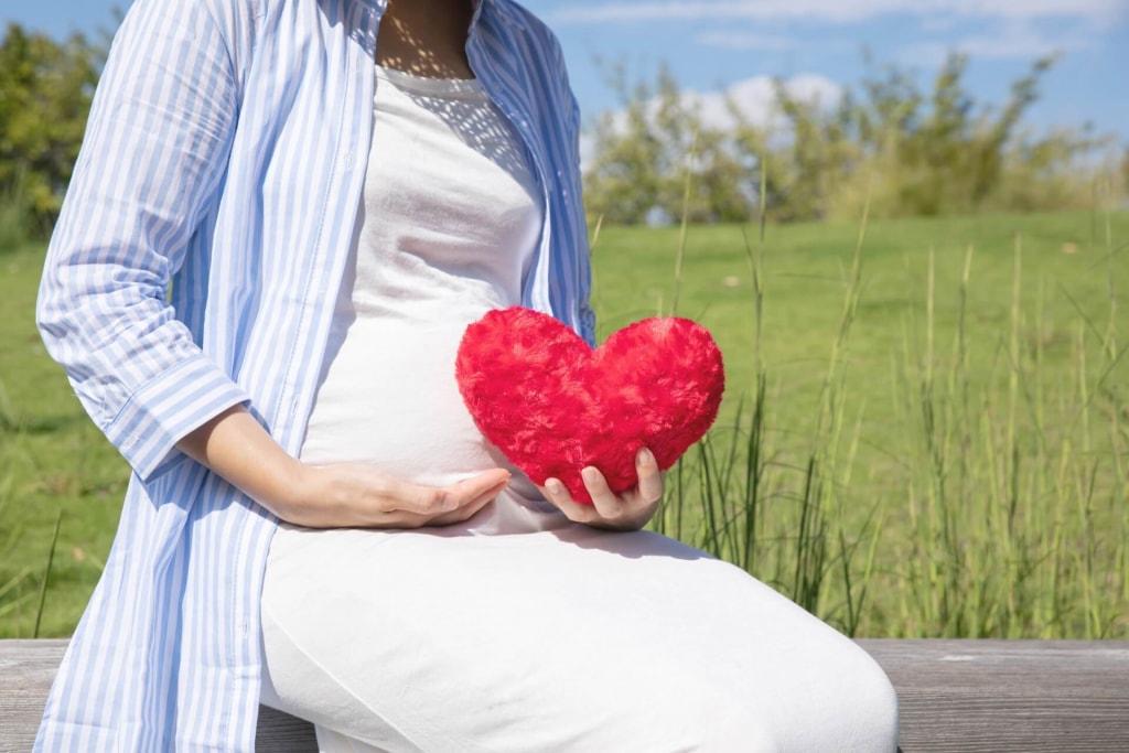 夢占い|妊娠したのは誰との子?相手別の夢