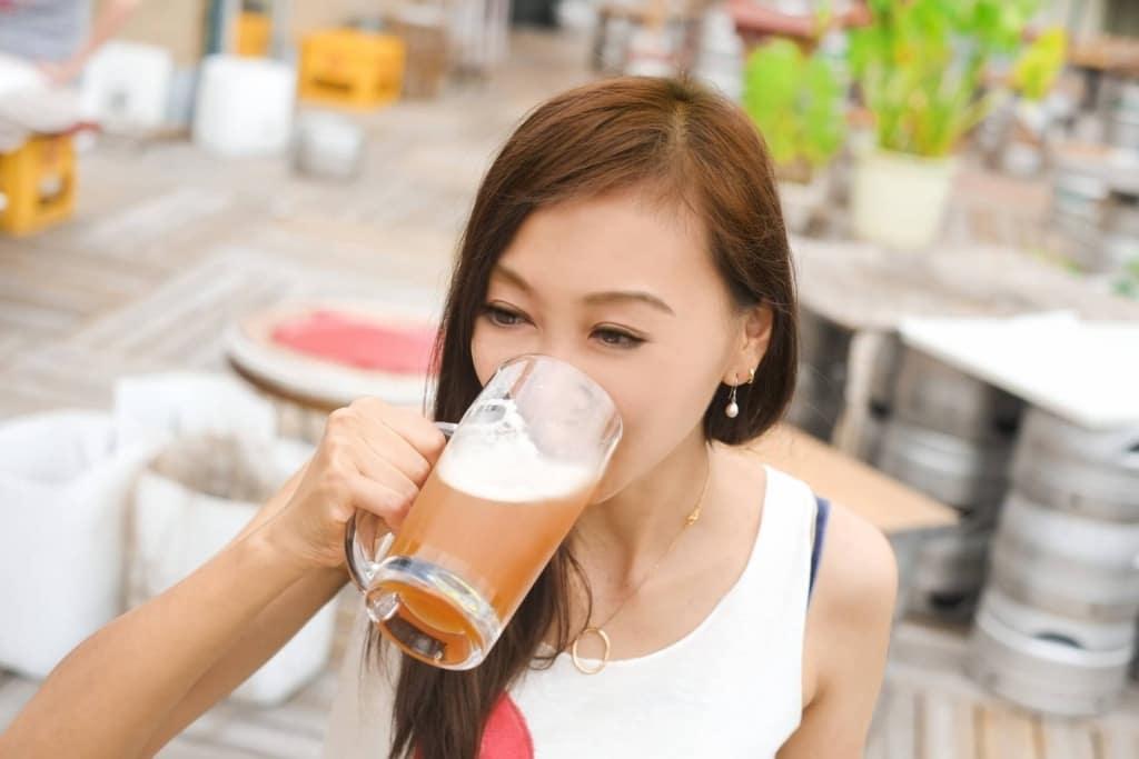 【夢占い】ビールを飲んで美味しいと思う夢